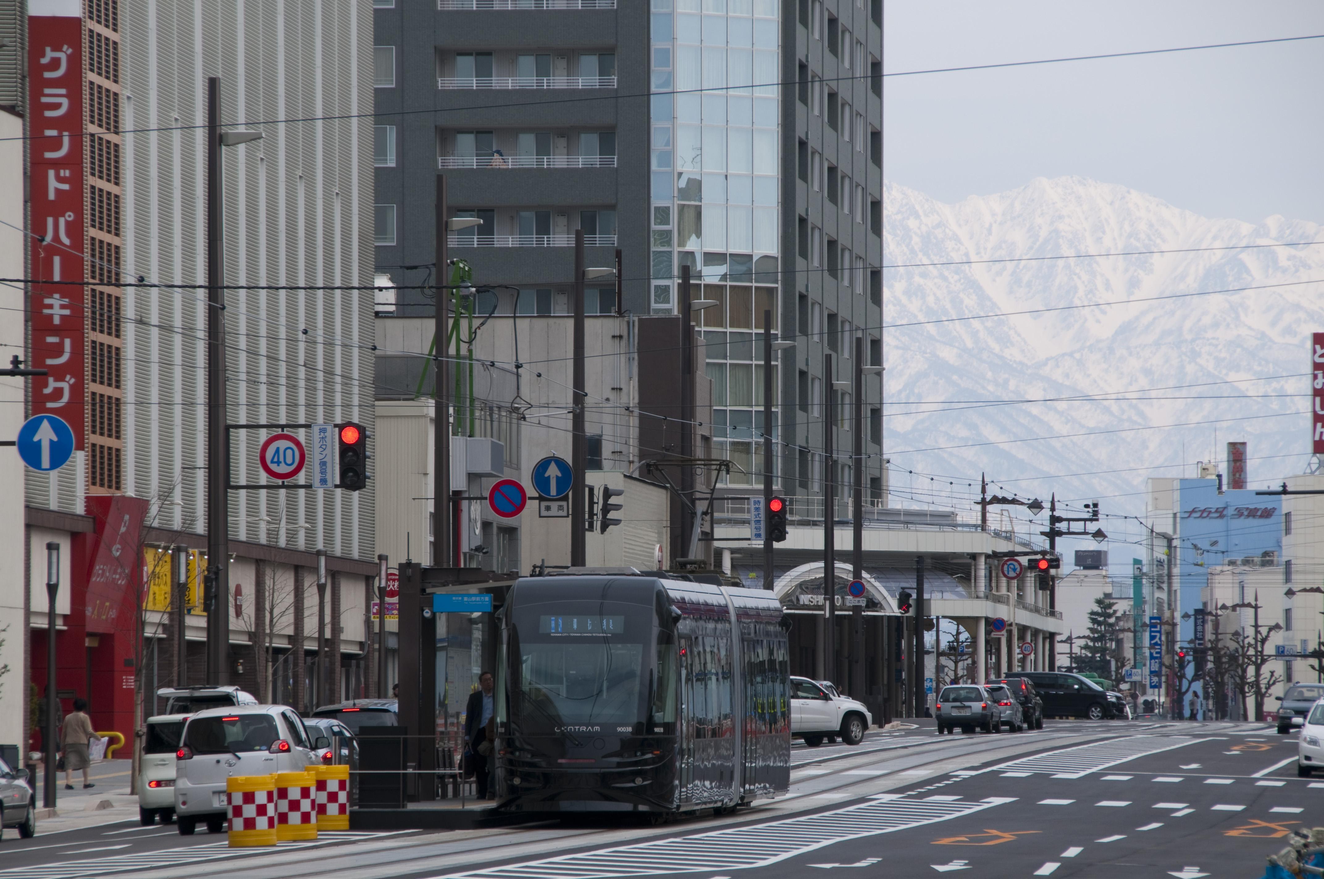 2016年 優秀賞 富山市 市内電車環状線   土木学会デザイン賞